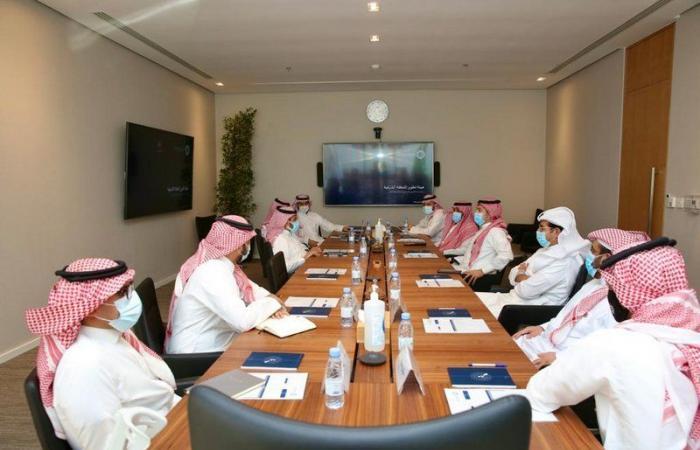 رابطة دوري المحترفين وهيئة تطوير المنطقة الشرقية تناقشان الاستثمار الرياضي
