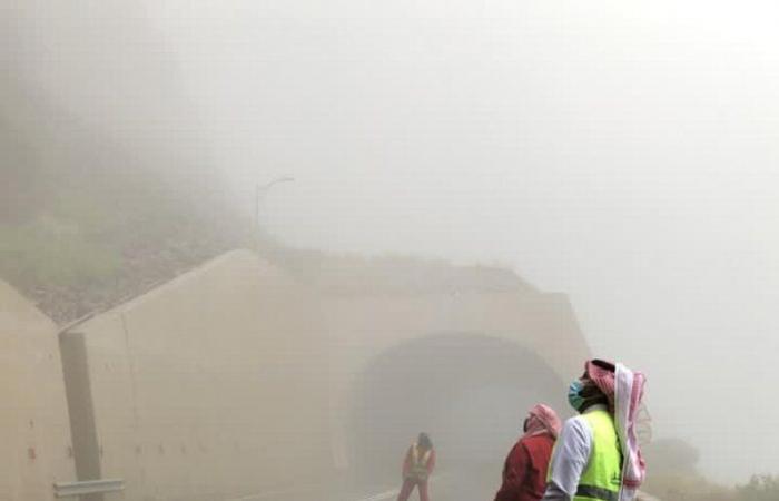 """أمير الباحة يوجه باتخاذ إجراءات السلامة.. و""""النقل"""" يستنفر لإزالة مخلفات الأمطار"""