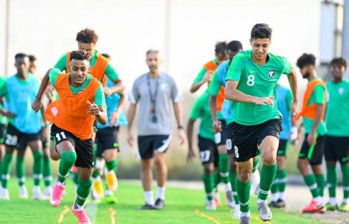 تحضيراً لكأس آسيا .. المحمدي يختتم تدريب الأخضر الشاب بمناورة فنية