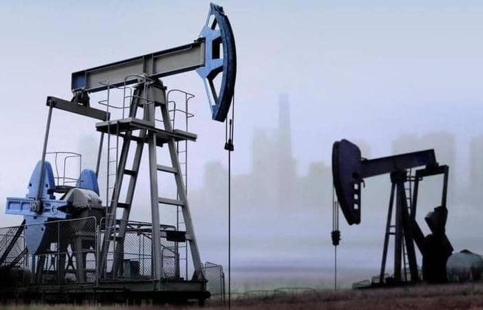 """النفط يتحول لـ""""الأخضر"""".. و""""برنت"""" يلامس 48.5 دولارًا"""