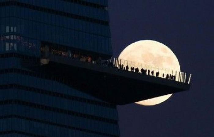 """الأسبوع في 10 صور: انهيار تليسكوب """"جيمس بوند"""".. واحتفالات العام الجديد تبدأ مبكرًا"""