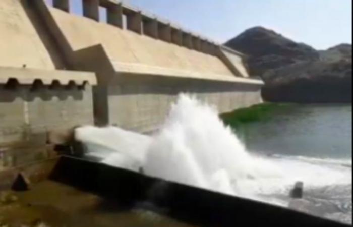 إغلاق بوابات سد وادي حلي بالقنفذة بعد تصريف 40 مليون م3