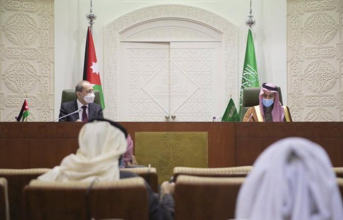 وزير الخارجية: فتح سفارتنا بالدوحة بعد استكمال الإجراءات اللازمة خلال أيام