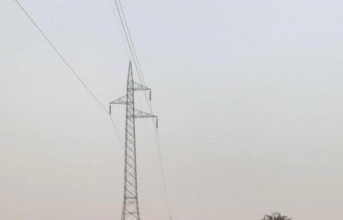 بالصور .. الأمانة تواصل إزالة مخيمات عشوائية مخالفة شمال الطائف