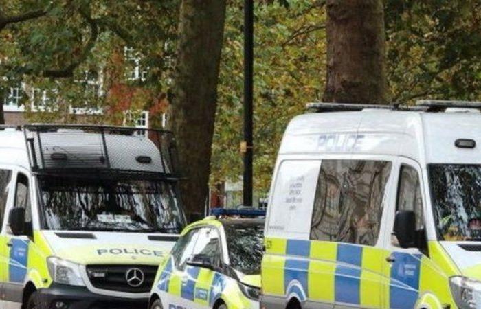 """لندن.. تغريم 31 ضابط شرطة لـ""""حلاقة شعرهم أثناء الإغلاق"""""""