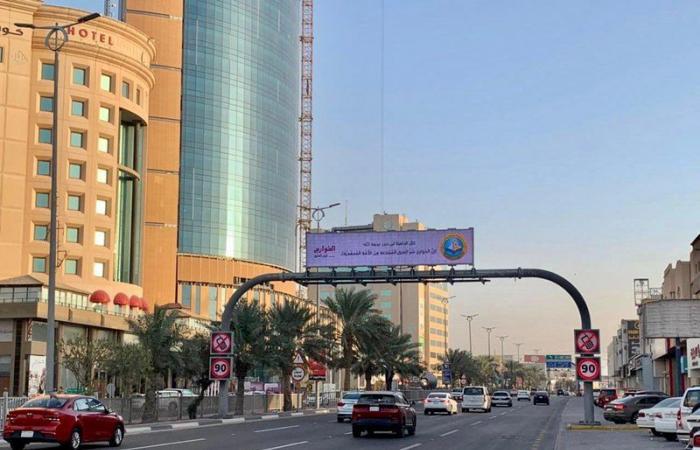 """نشر المحتوى التوعوي لحملة """"الخوارج شرار الخلق"""" على شاشات الأحساء"""