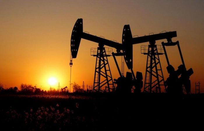 """قرابة الـ66 دولارًا.. موجة البرد في تكساس """"تشعل"""" أسعار النفط"""