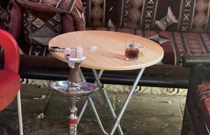 """""""شرفية جدة"""" تغلق مقهى مخالفًا يقدم الشيشة.. وتصادر محتوياته"""