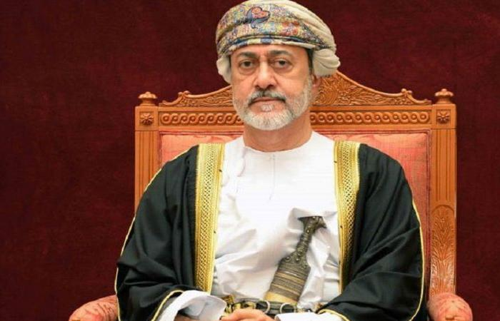 سلطان عُمان يهنئ خادم الحرمين بنجاح العملية الجراحية لولي العهد