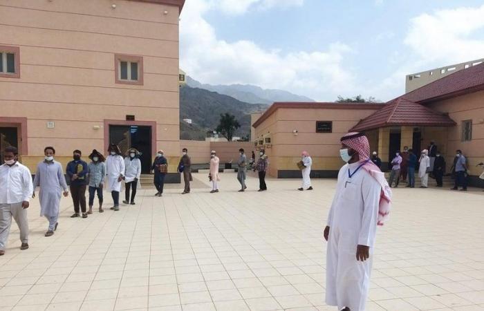 شاهد.. رصد من جوامع المملكة للالتزام بالاحترازات في صلاة الجمعة
