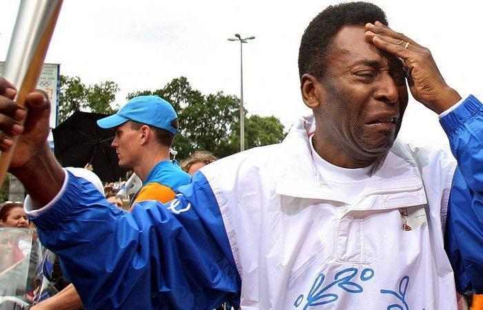 """بعد رفض """"كلاوديو كاسترو"""".. تراجع برازيلي عن إطلاق اسم بيليه على ملعب ماراكانا الشهير"""