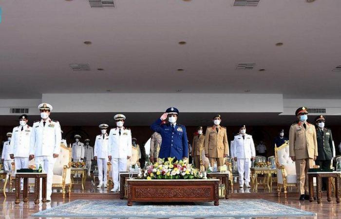 """نيابة عن ولي العهد.. رئيس """"الأركان العامة"""" يرعى حفل تخريج الدفعة 34 من طلبة """"كلية الملك فهد البحرية"""""""