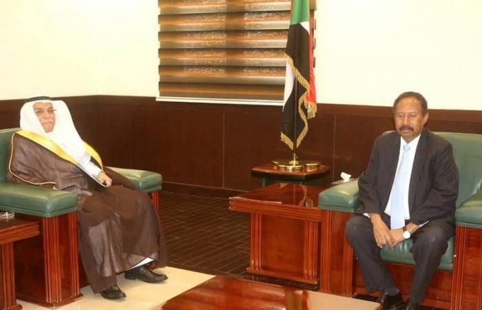 رئيس وزراء السودان يبحث المشروعات المشتركة مع سفير خادم الحرمين