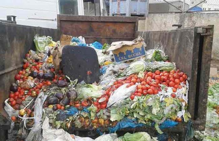"""""""بلدي الرياض"""" يدعو إلى تخصيص حاويات لفائض الخضراوات والفواكه"""