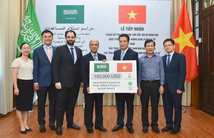 فيتنام تتسلم المساعدة المالية المقدمة من السعودية للمتضررين من الفيضانات