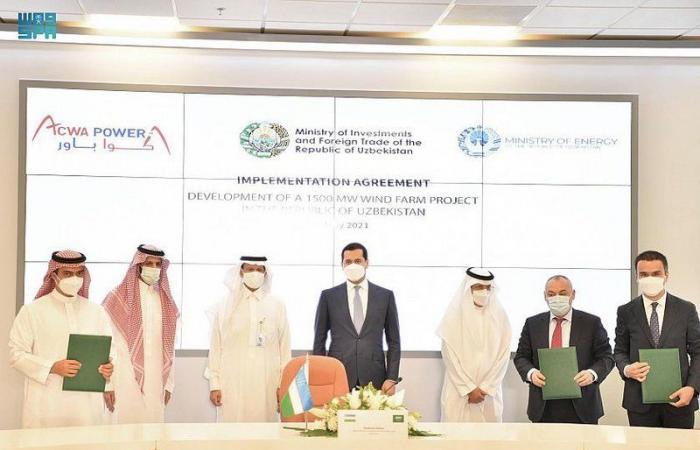 """""""أكوا باور"""" السعودية توقع اتفاقية لتنفيذ محطة رياح بطاقة 1,500 ميجاواط بأوزبكستان"""