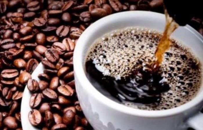 """""""استشارية باطنة"""" تحذر مرضى الكلي من الإفراط من شرب القهوة والشاي في رمضان"""