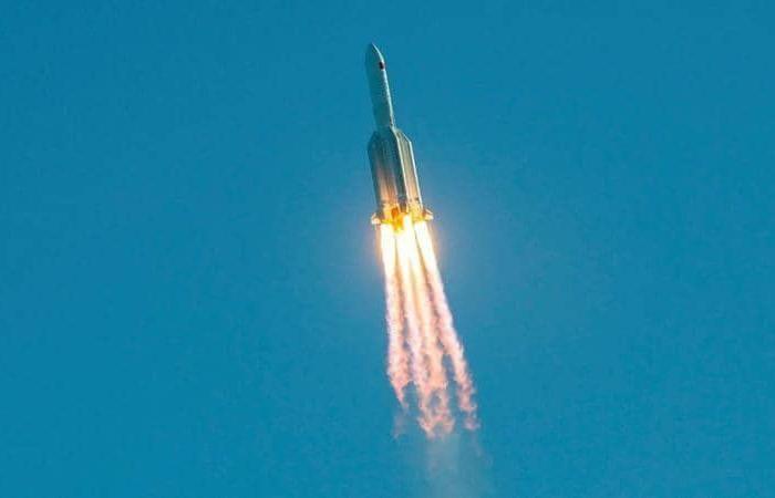 """رعب صاروخ الصين يحل بالعالم..""""حوادث حطام"""" مثيرة.. وسقوطه متوقع هنا!"""