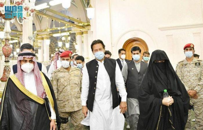 متوجهاً إلى جدة.. رئيس وزراء باكستان يغادر المدينة المنوّرة