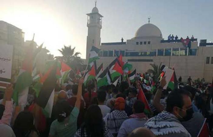 الاردن : وقفة احتجاجية قرب سفارة الاحتلال تطالب بطرد السفير الصهيوني .. صور