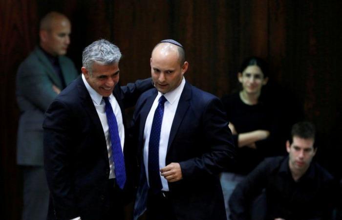 """الحكومة الإسرائيلية الجديدة تبدأ أعمالها .. و""""نتنياهو"""" يتجنب مراسم تسليم السلطة"""