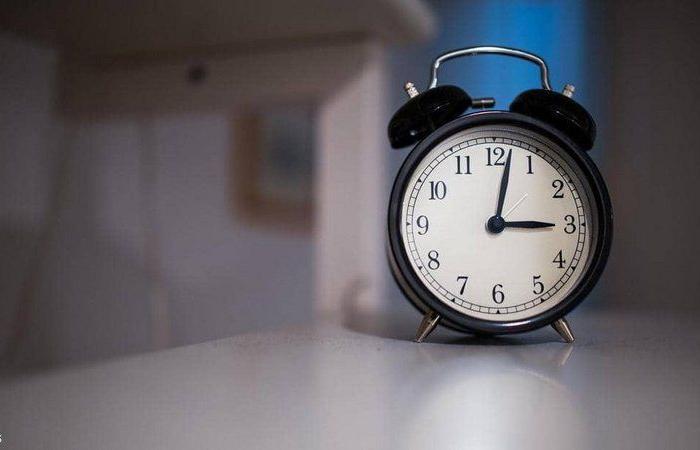 هكذا بوسعك تفادي الإصابة بالاكتئاب.. استيقظ مبكرًا ساعة عن المعتاد