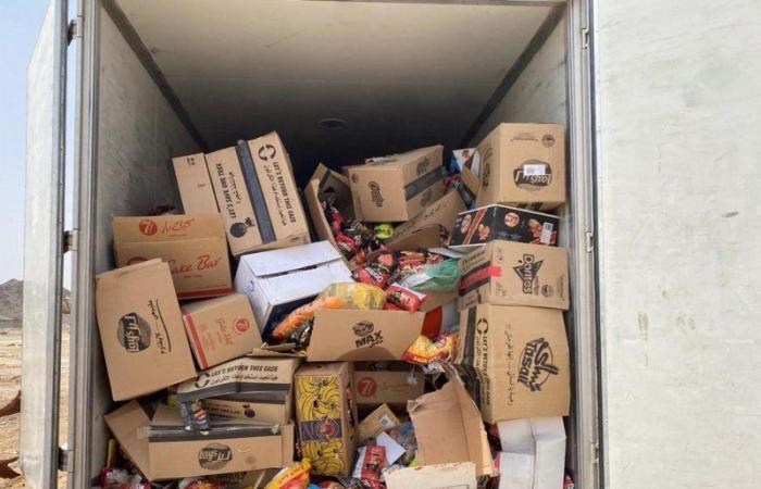 """""""بلدية بيشة"""" تُتلف وتصادر 1400 كرتون من المواد الغذائية الفاسدة"""