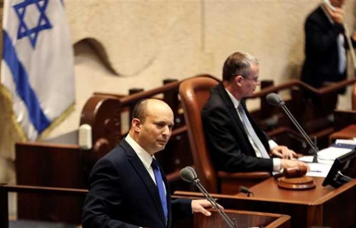 إسرائيل تشكل حكومة جديدة عبر الهاتف من 12 مسؤول بعد الإطاحة بنتنياهو