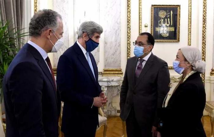 «مدبولي» يلتقي المبعوث الرئاسي الأمريكي للمناخ بحضور وزيرة البيئة (تفاصيل)