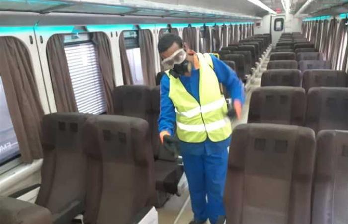 السكة الحديد تواصل تعقيم وتطهير القطارات لمواجهة كورونا