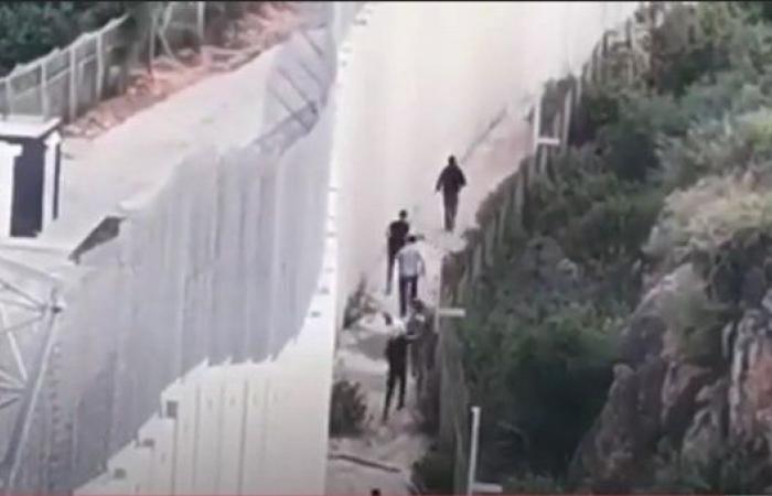 جنود إسرائيليون يطلقون قنابل دخانية على لبنانيين في منطقتين حدوديتين