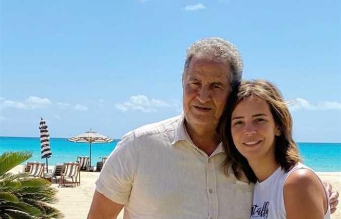 إيمان العاصي تُعلن وفاة والدها: «مع السلامة يا نور عيني»