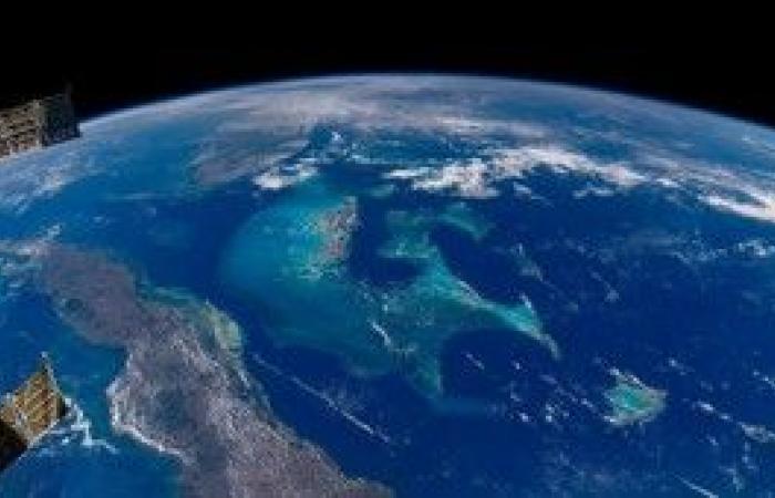 الأسبوع في 10 صور: مشاهد مذهلة للأرض من الفضاء.. وغرق تمثيلي لقادة الدول السبع