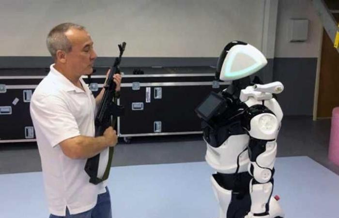 رسميا..الإمارات تُعين أول شرطي «آلي» بعد اجتيازه جميع الاختبارات (صور)