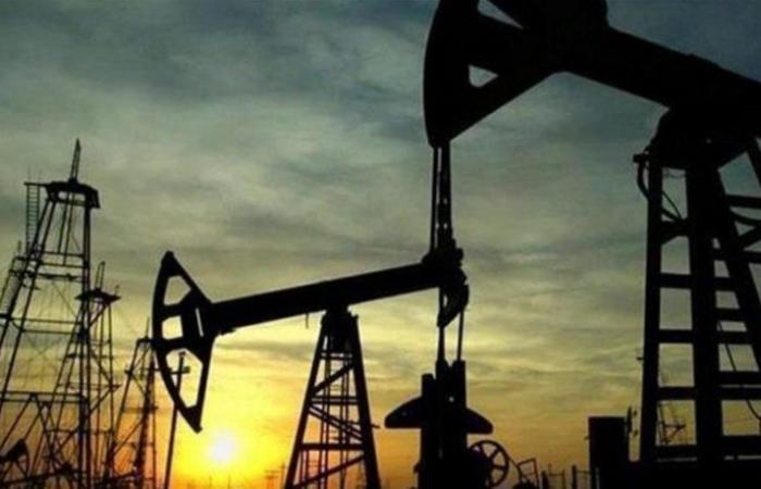 أسعار النفط تتراجع وبرنت عند 72.12 دولاراً للبرميل