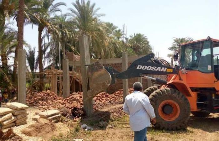 إزالة 4 حالات تعدى على أرض زراعية بمساحة 700 متر بمركز إسنا