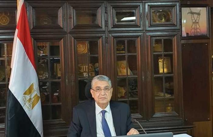 وزير الكهرباء يباشر أول يوم عمل من مقر الوزارة بالعاصمة الإدارية