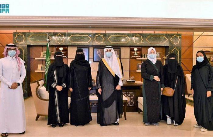 """""""سعود بن نايف"""" يستقبل أعضاء أكاديمية """"همم الشرقية"""" للرياضة النسائية"""