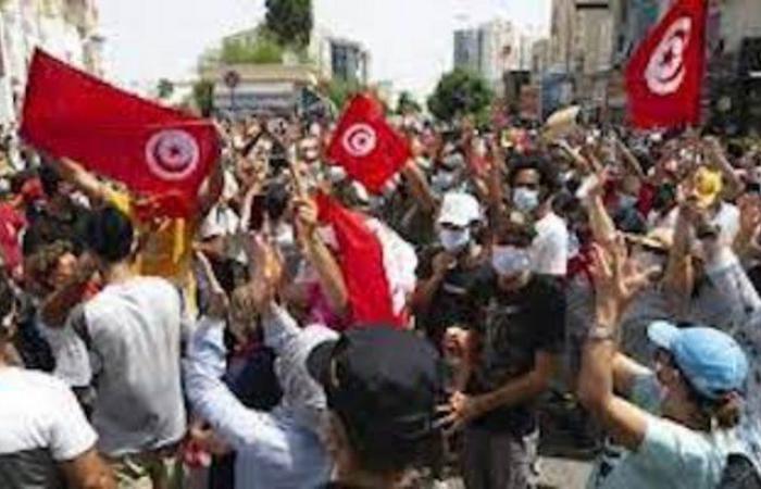"""تونس.. """"النهضة"""" يطالب بإجراء انتخابات تشريعية ورئاسية مبكرة للخروج من الأزمة"""
