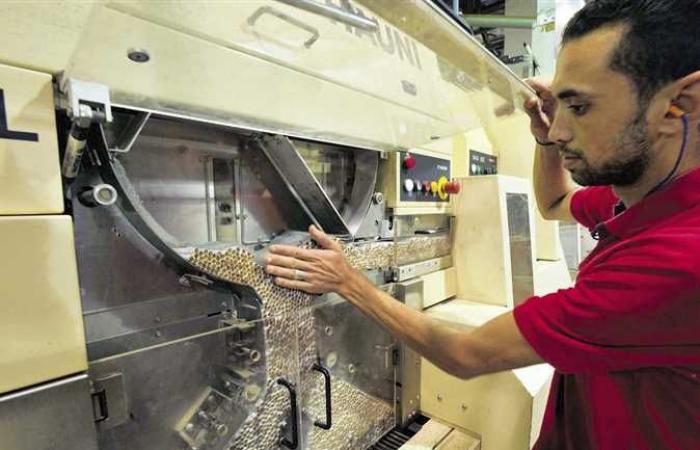 «الصناعة» تمنح شركات التبغ مهلة جديدة لتوفيق أوضاعها وفقًا لقانون تيسير التراخيص الصناعية