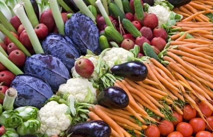 التفاح 11 والطماطم 1.5 ..تعرف على أسعار الخضروات والفاكهة اليوم