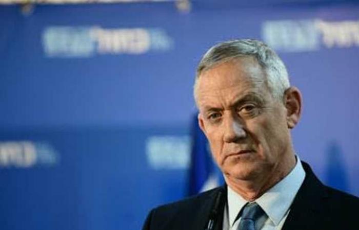 جانتس يدعو للرد بشكل عاجل على إيران عقب الهجوم على السفينة الإسرائيلية