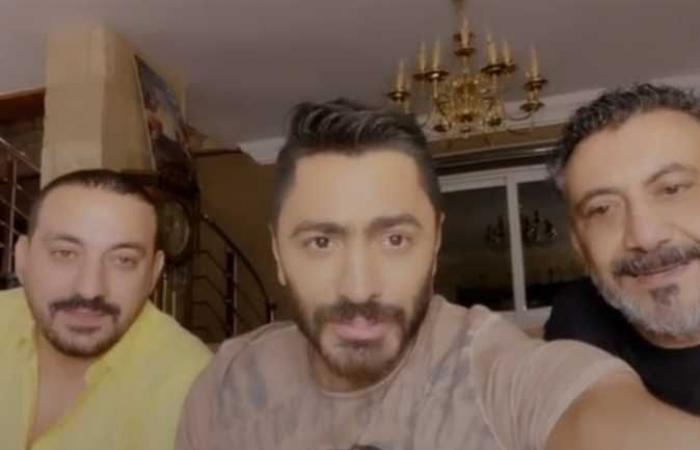 تامر حسني ينجح في الصلح بين نصر محروس والمطرب دياب (فيديو)