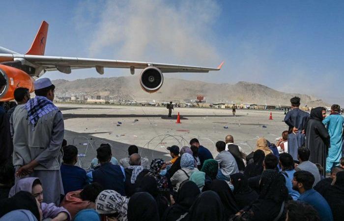 أفغانستان.. وقوع انفجار خارج مطار كابل وووقوع عدد من الضحايا