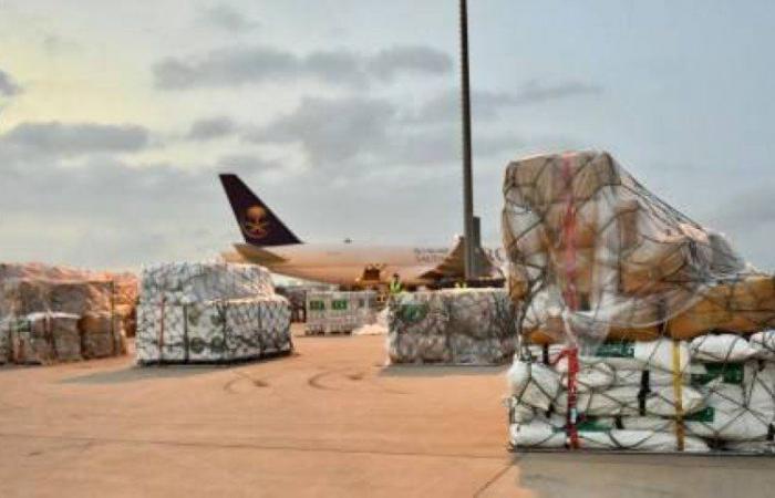 إنفاذاً لتوجيهات خادم الحرمين.. وصول الطائرة الإغاثية الثانية إلى الجزائر