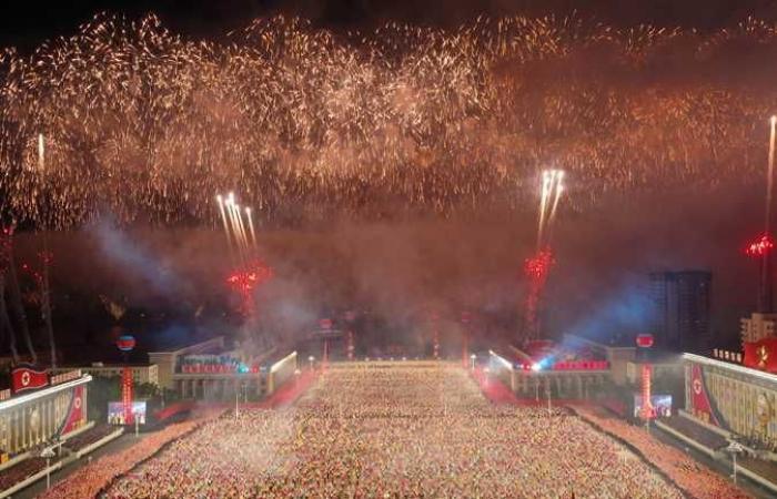 كوريا الشمالية تحتفل بذكرى تأسيس الجمهورية: إطلاق 21 طلقة مدفع وشهب نارية