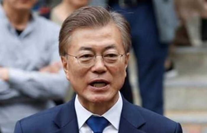 الرئيس الكوري الجنوبي يلتقي أعضاء فرقة ( بي تي أس) الشهيرة
