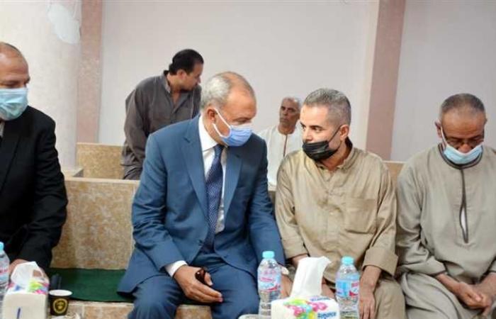 محافظ القليوبية يقدم واجب العزاء لأسرة «شهيد شمال سيناء» (صور)