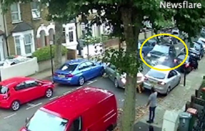 فيديو مذبحة السيارات.. كم مركبة دمرها ليهرب بسيارة مسروقة؟
