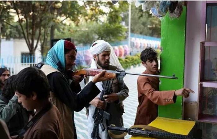 ممنوع الفتيات.. طالبان تعلن عودة البنين إلى المدراس ولا إشارة للطالبات